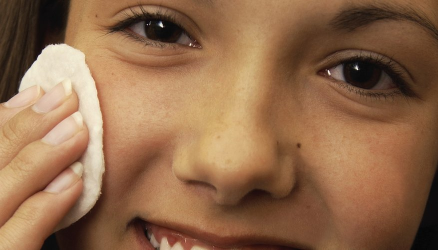 Show your teenager how to cleanse her oily skin gently.