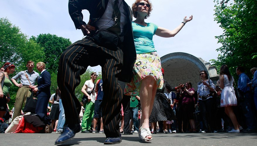 Couple swing dance in Central Park, NY