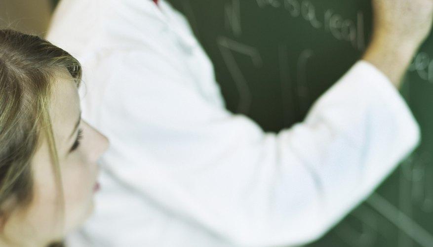 Una licenciatura en matemáticas puede llevar a oportunidades avanzadas en el campo de la ciencia, la informática y las finanzas.