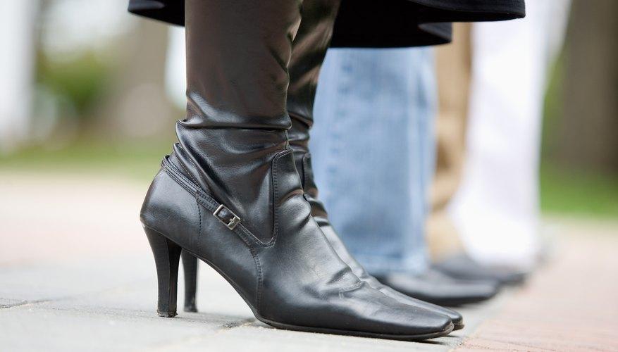 Las botas con tacones pueden ser costosas, sin embargo, hacerlas tú puede ser más rentable.