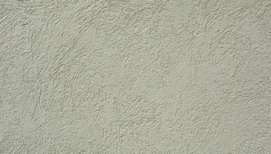 Los bancos de cemento pueden ser una opción barata y decorativa