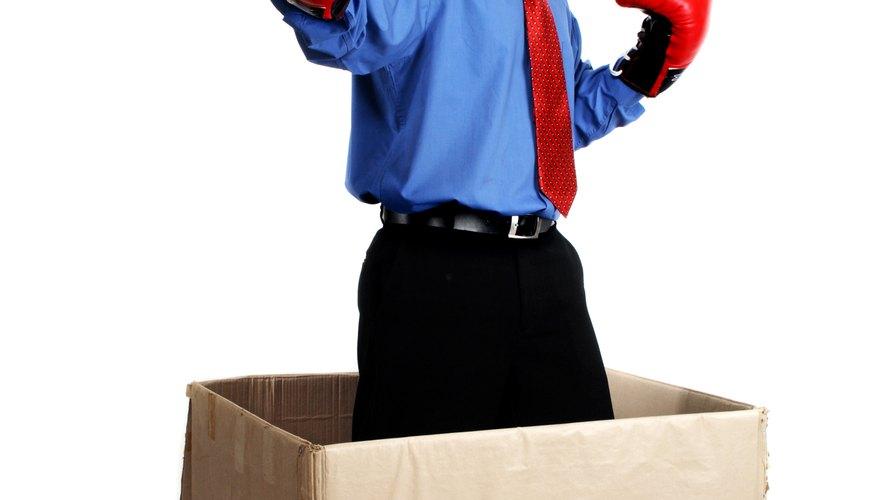 Puedes utilizar una caja que tengas en tu casa para hacer un caballo de cartón.