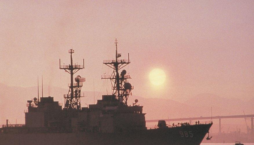 Los sonares y radares, utilizados por la gente para la navegación y para localizar objetos, son formas de ecolocalización.