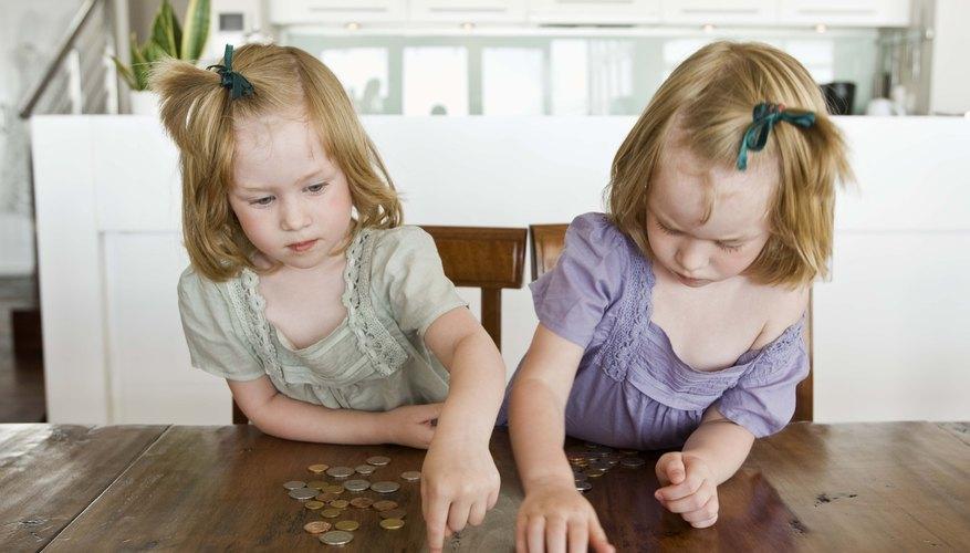 Los niños en preescolar pueden aprender matemáticas contando centavos.