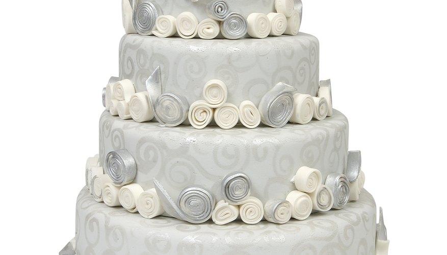 Las filigranas hacen que tu torta de boda luzca delicada y etérea.