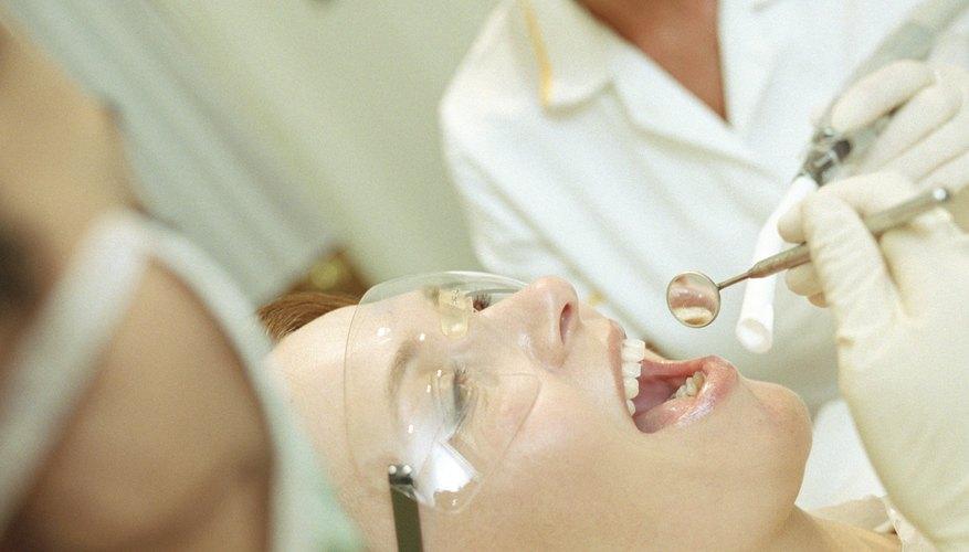El salario promedio de un higienista dental.