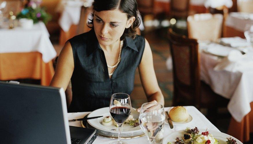Los viáticos pueden ayudar a controlar los costos de comida de los viajantes.