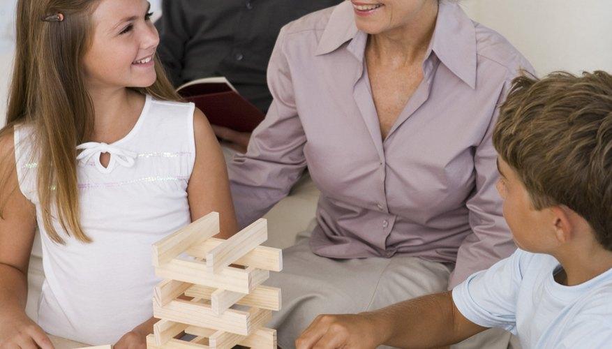 La gente puede llegar a conocerse los unos a otros mientras juegan en la iglesia.