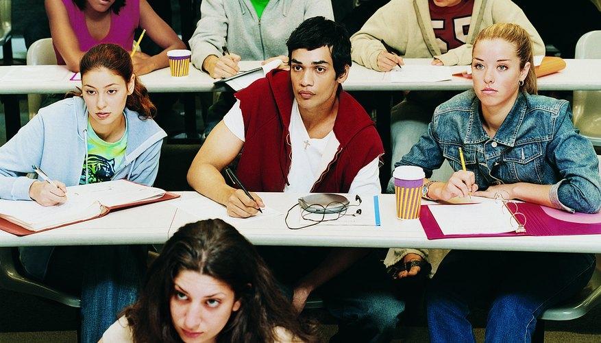 Los estudiantes rebeldes a veces interrumpen la clase, pero a veces permanecen en silencio.