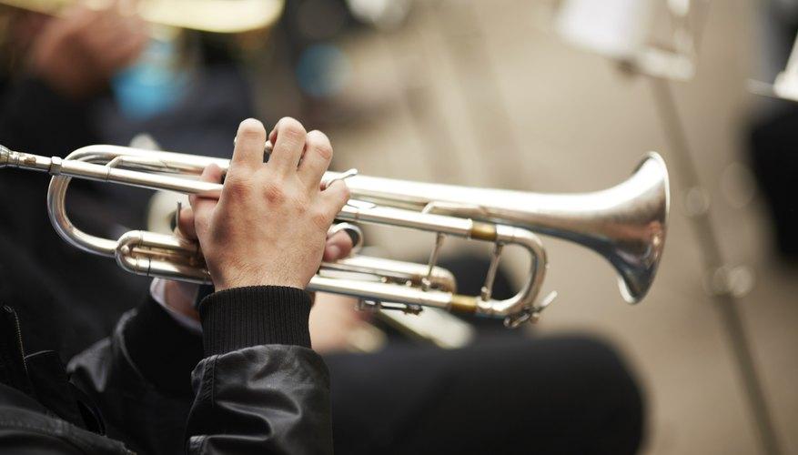 Músico tocando la trompeta.
