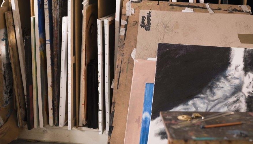 Conserva tus pinturas de lienzo guardándolas de la manera correcta.