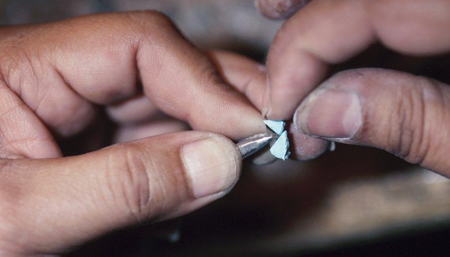 Hacer anillos no es complicado, pero requiere práctica y herramientas específicas.