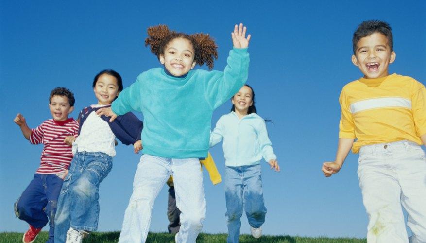 Estos simples juegos además de divertidos promueven el ejercicio físico.