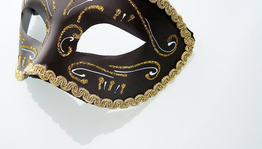 Las máscaras misteriosas son un elemento importante en las fiestas de disfraces.