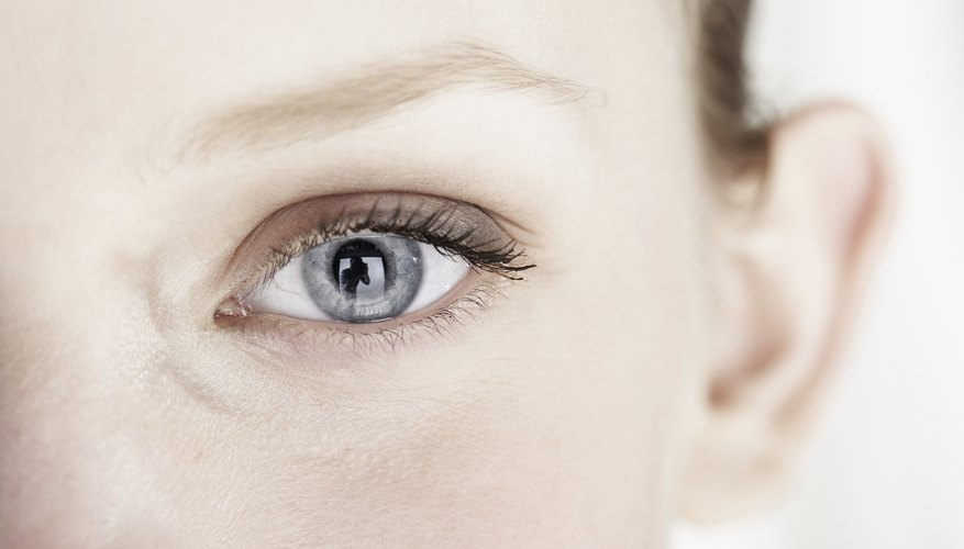 El color de ojos se registra mejor en un conjunto de datos discretos.