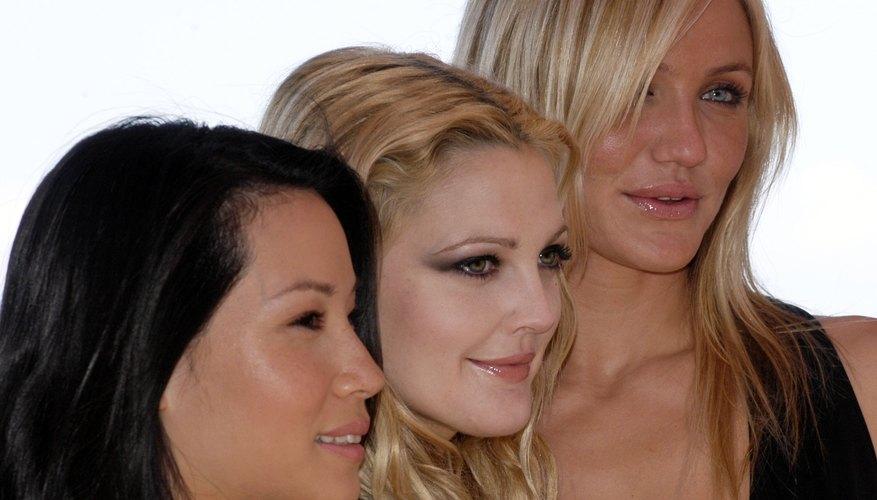 Las actrices que interpretaron a los Ángeles de Charlie fueron Cameron Diaz, Drew Barrymore y Lucy Lu.