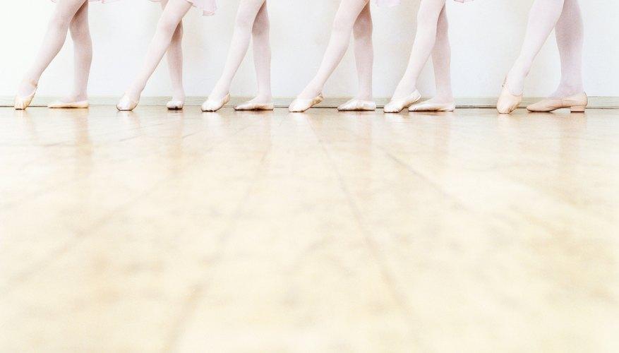 Los bailarines de ballet clásico deben tener fuerza en sus pies.