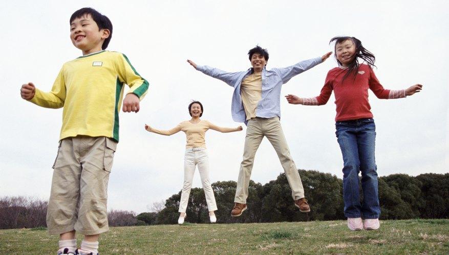 Los niños prosperan en el aire libre, ¡Así que empieza a moverte!