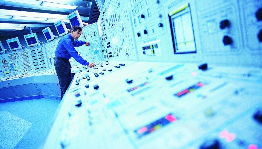 Cuando la electricidad es generada y además suministrada por la compañía eléctrica, es conocida con el nombre de sistema de tres fases.