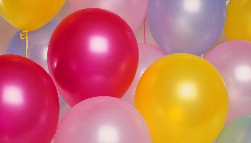 Los globos inflados con helio son mejores que los inflados con aire para un arco pero tienen una menor duración.