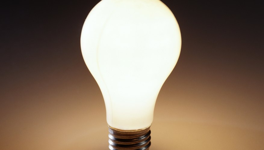 A light bulb's power and luminosity are included on the label.