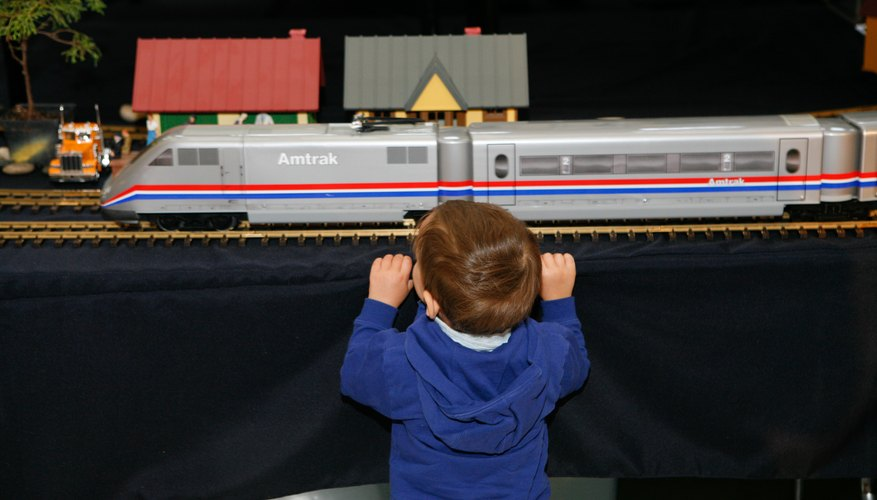 Model trains with electronic sound circuits are fun both to build and to watch.