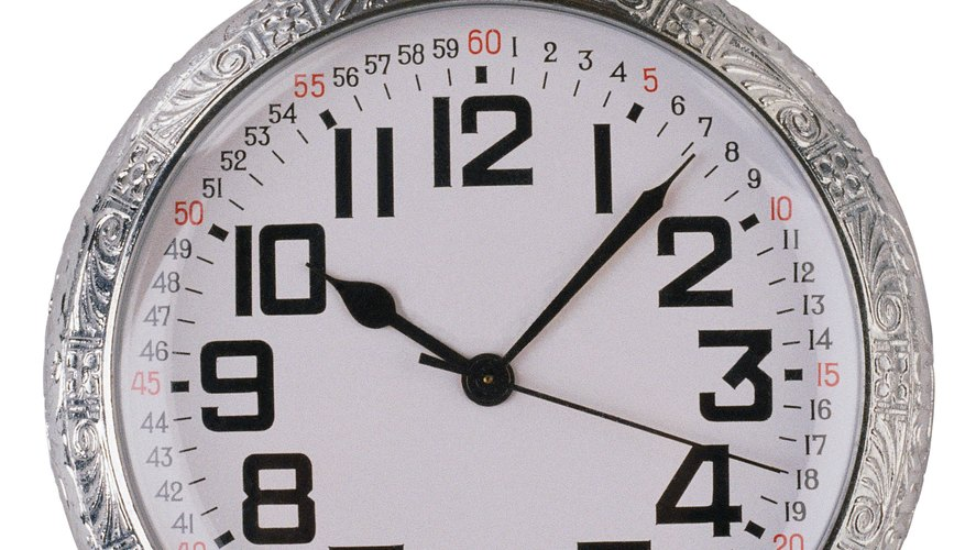 Hermoso reloj de bolsillo hecho de plata.