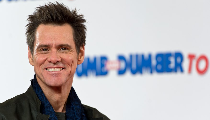 Actor Jim Carrey smiling on the red carpet at a movie premiere.