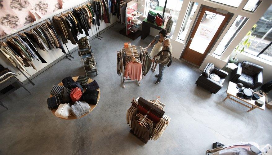 Pon muestrarios atractivos en tu tienda de ropa para impulsar tus ventas.