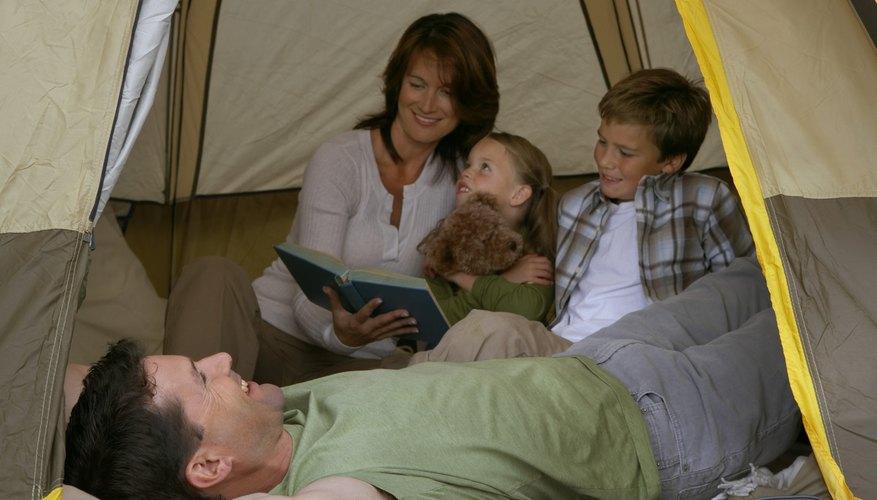 Evita los bichos el mal tiempo y los osos acampando en el interior de tu casa.