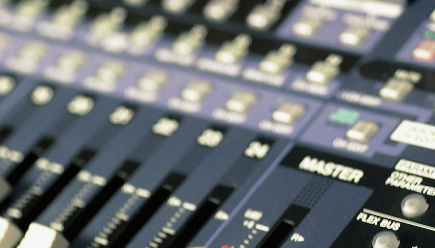 Incluso las mesas de mezclas antiguas pueden ser conectadas a través de interfaces de audio actuales.