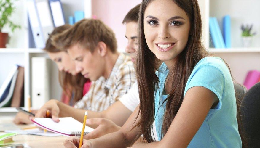 Al postularte para una beca, prepara el mejor currículo académico.