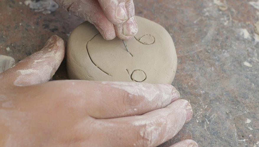 La arcilla se endurece cuando pierde la humedad o el calor.