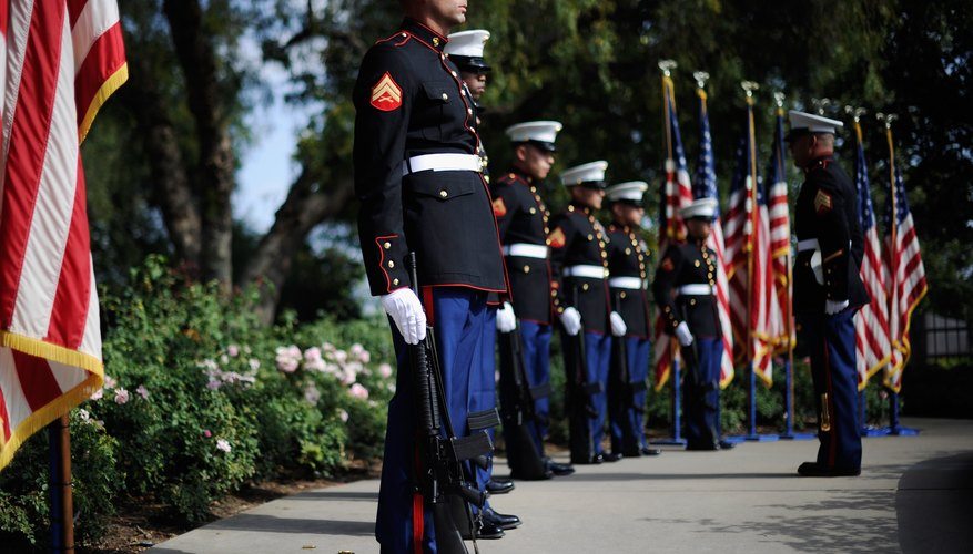 Equipo de rifle del Cuerpo de Marines de EE.UU. en atención en la biblioteca presidencial Richard Nixon.