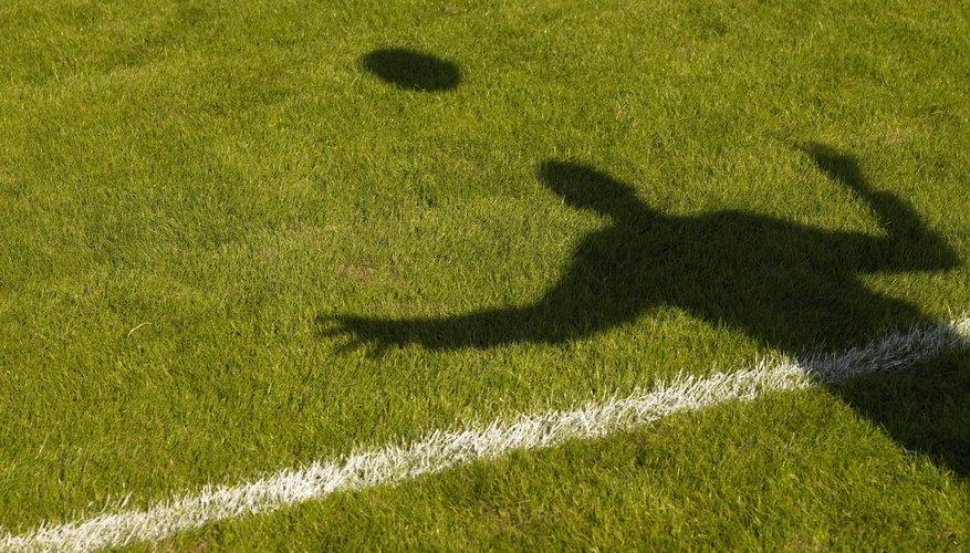 Los líneas de la cancha de fútbol deben ser rectas y mantener igualdad con respecto a su ancho.