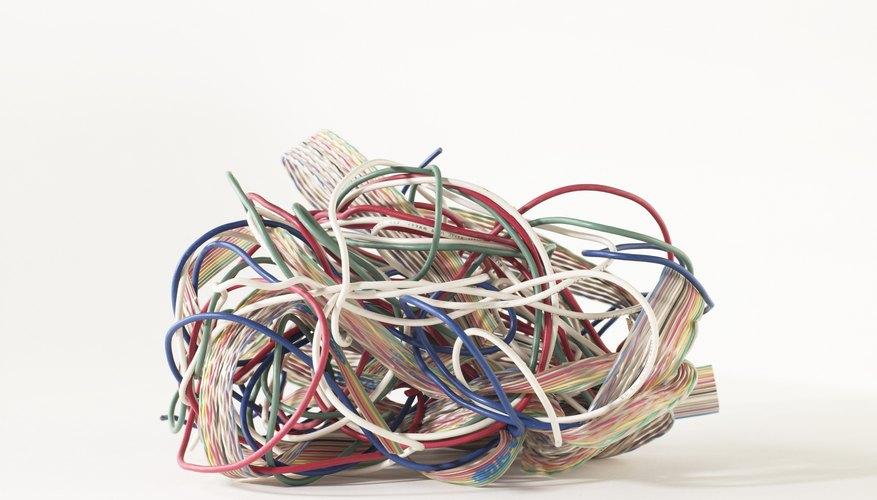 Los conectores BNC son comúnmente usados para conectar un equipamiento electrónico usando cable coaxial.