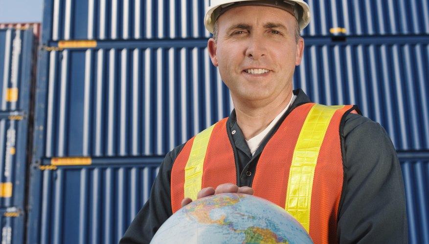 De acuerdo a UPS.com, la industria de embarques internacionales maneja cerca del 90 por ciento del comercio internacional.