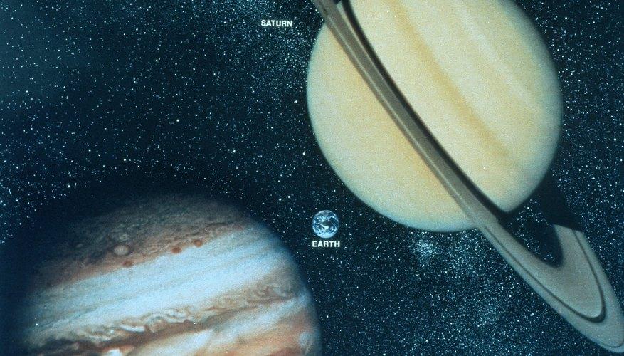 Enséñale a los niños sobre los planetas al ayudarlos a hacer un modelo con espuma de poliestireno.