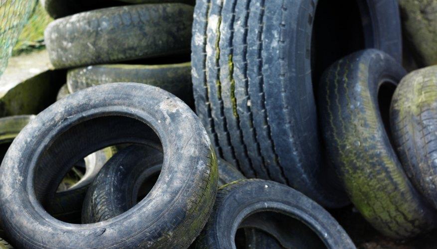Convierte tus neumáticos viejos en lindas jardineras.