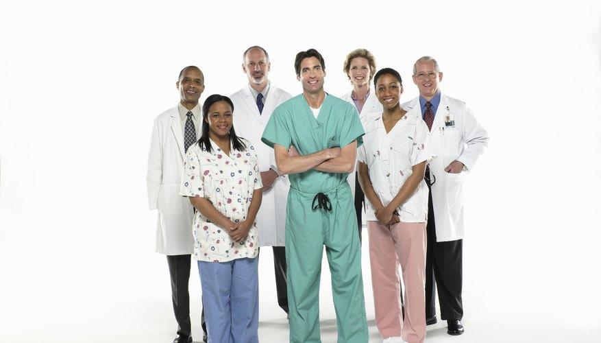 Dentro de una práctica médica, los médicos que deseen ser incluidos en una red de seguros de salud requieren de un proceso de verificación que incluya un montón de papeleo.