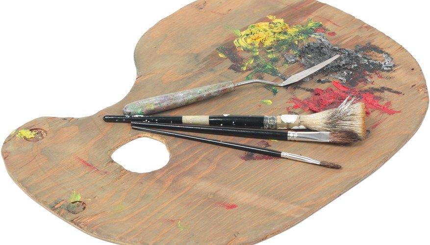 Moja el pincel en el color que podría ser descrito como el color base del pétalo.