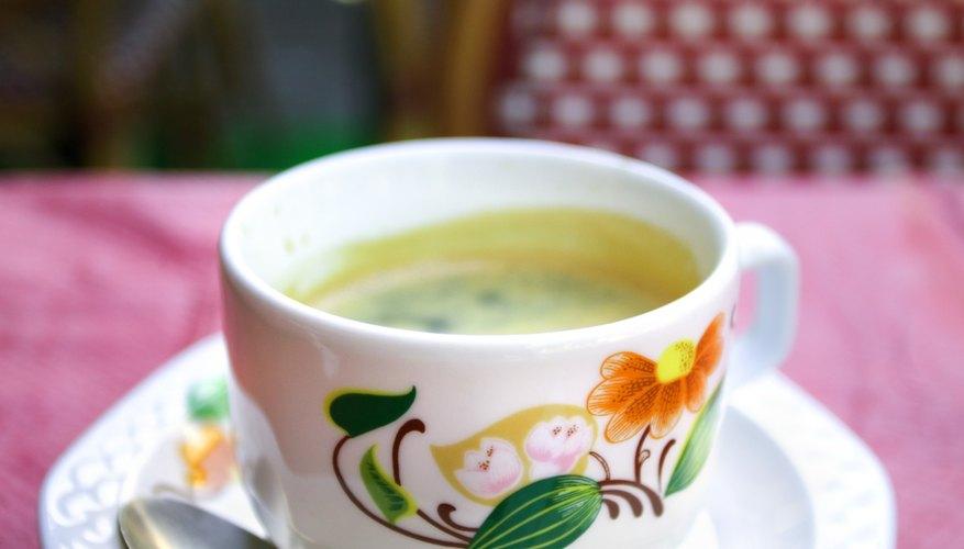 Añade un poco de estilo decorando tu propia taza de café.