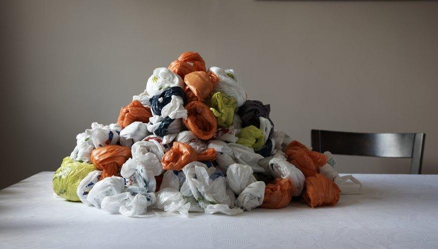 Las bolsas de plástico se reciclan cuando las conviertes en un bloqueador de corriente de aire.