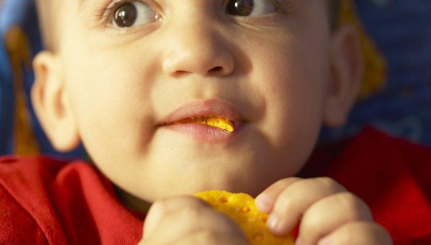 Los carbohidratos saludables pueden ayudar a tu hijo a calmarse antes de ir a dormir.