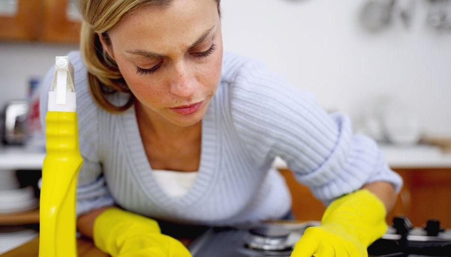 La higiene y la exclusión son algunas formas de reducir las infecciones de plagas en las despensas.