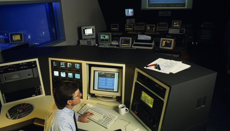 Un ingeniero puede diseñar un producto nuevo con CAD /CAM y sin tener que salir de su escritorio.