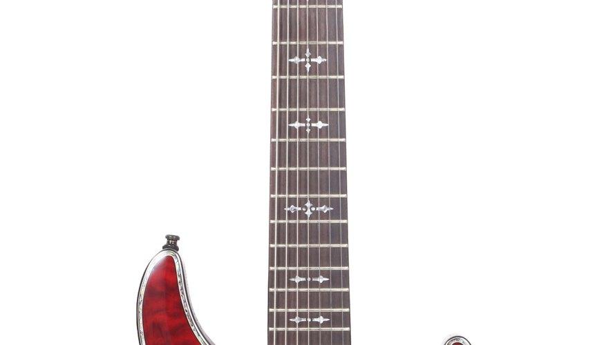 Limpia con frecuencia el mástil de tu guitarra, para mantener el instrumento en su mejor forma posible.