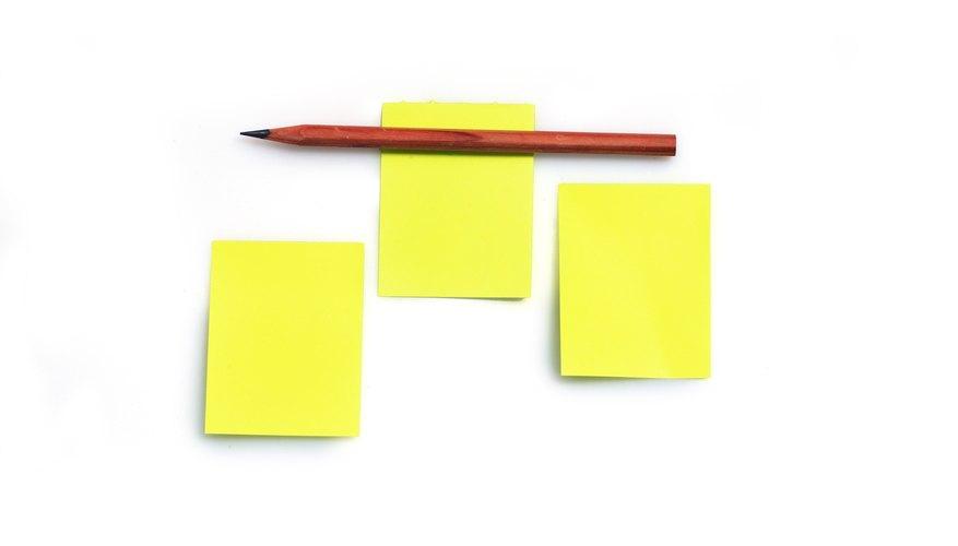 Calcar la estrella sobre la cartulina amarilla.