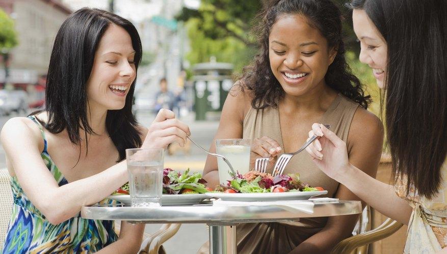 Agradece a esa persona que te invitó a almorzar con una nota de agradecimiento.