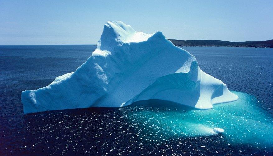 Sólo de una séptima parte a una décima parte de la masa de un iceberg aparece sobre la superficie del océano.